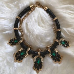 Fashion gorgeous necklace with green gems